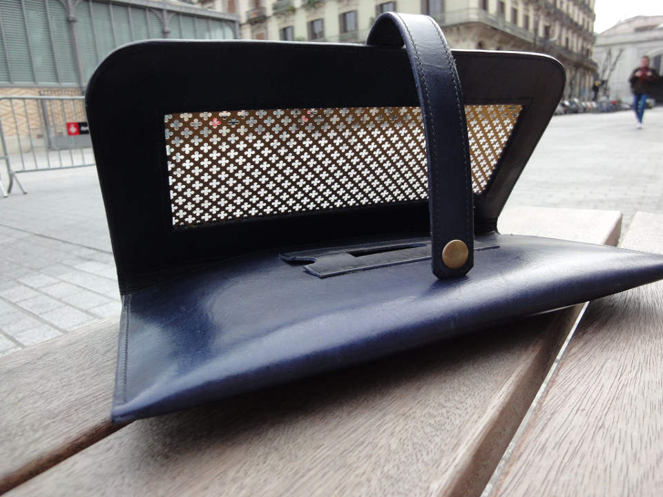 Aya clutch with brass grate